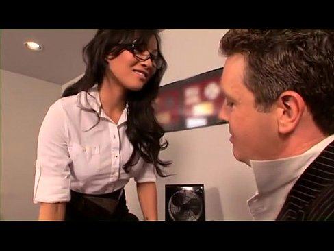 A két fiatal cseléd meg a főnökasszony - xxx videók ingyen