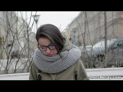 Femei Dezbrăcate în Pizda Goală Ce Savureaza Ceva Bun
