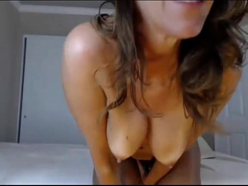 jessica is playing on webcam making nice show-videos for free on ErosPornCam.com