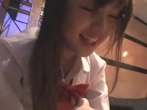 しっとりとマンコを濡らす制服姿の可愛い娘とホテルで濃厚ハメ撮りセックス