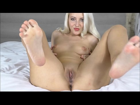 Bare feet Squirted after pussy fingering Big pussy MILF (Helena Moeller)