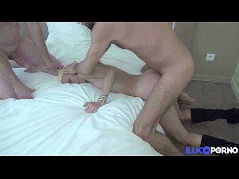 isabelle, superbe milf blonde, se paye du sexe hard avec le meilleur ami de son homme