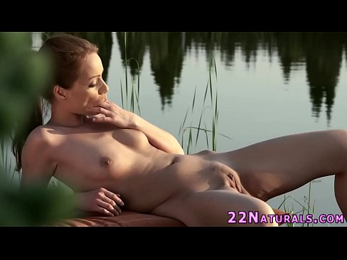 Natural babe rubbing solo