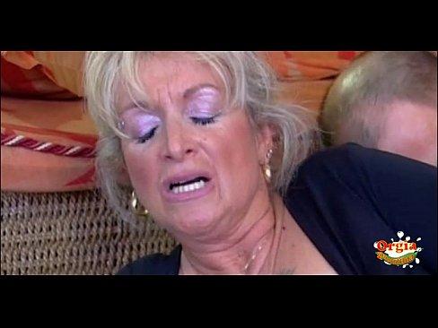 Секс скрытой камерой тети с племянником