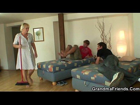 Granny 3some vid