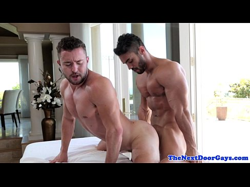 Amateur buttfucks muscly masseur