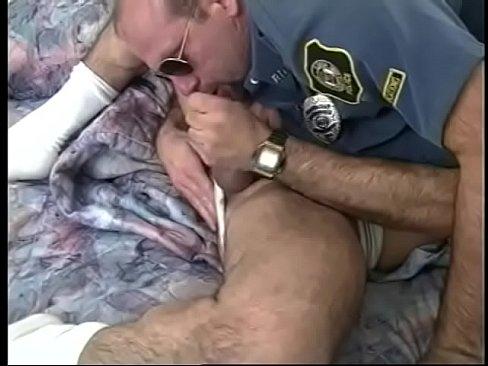 Nackt und angzogen