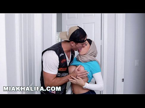 cover video Mia Khalifa    Featuring Big Tits Milf Julianna Vega    With Cum Shot