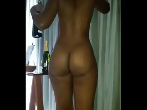 Moçambicana no hotel