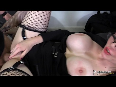foto-porno-massazhistka-soset-chlen-pod-stolom-osmotr