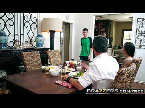 Brazzers - Milfs Like it Big - Kendras Thanksgiving Stuffing scene starring Kendra Lust and Jordi El