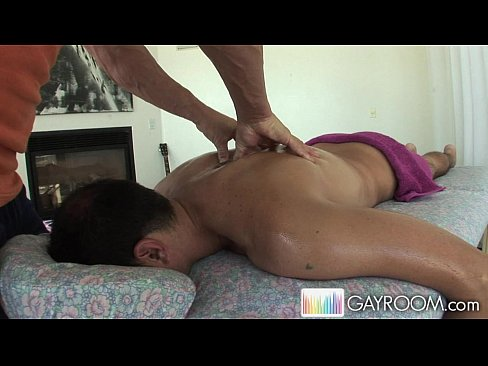 Gayroom bodybuilder s receives happy ending massage