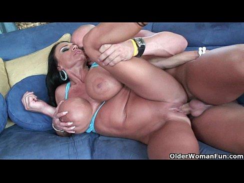 Milf Lisa Lipps puts her monster tits to good useXXX Sex Videos 3gp