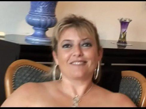 alicia brévin MILF française aux gros seins en casting