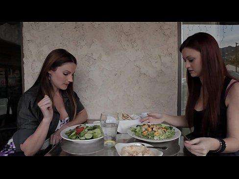 Brunettes lesbios fuckk porn