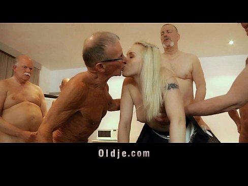 Старики трахают баб, секс фото со зрелые