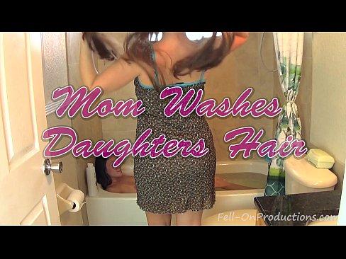 madisin lee & melanie hicks in mom washes daughters hair. girl on girl hair wash