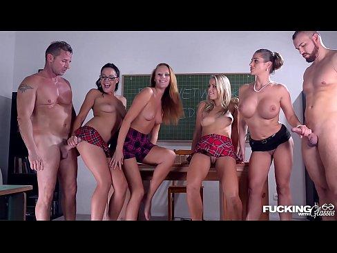 Sex In Grup La Facultate Cu Patru Femei Si Doi Barbati