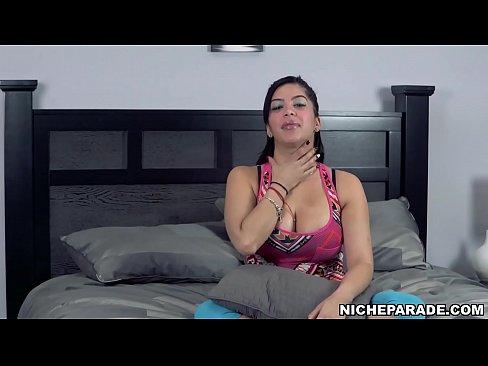NICHE PARADE - Curvy Latin Babe Kitty Caprice Masturbating (Splitscreen)