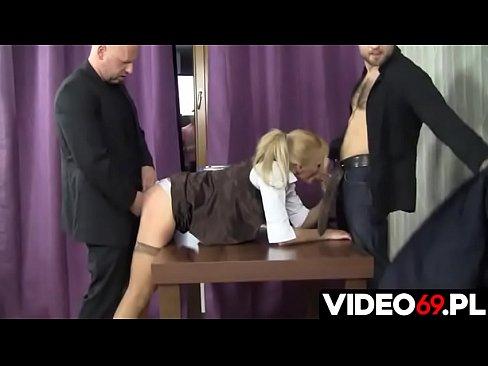Polskie porno - Mamuśka nie da się tak łatwo zwolnić z pracy