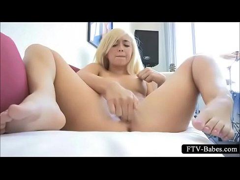 sexy jovencita masturbandose squirt