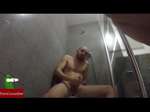She masturbates to porn