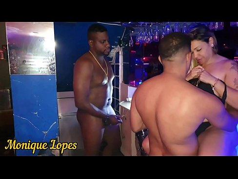 Loira Gostosa Monique Lopes faz Stripper e fode com Cliente e Barman  completo no Red