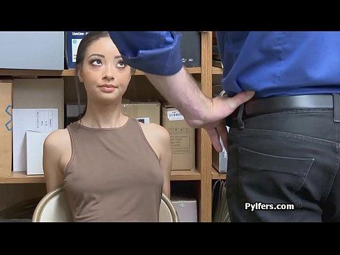 Vaalea nyljattu lesbo porno
