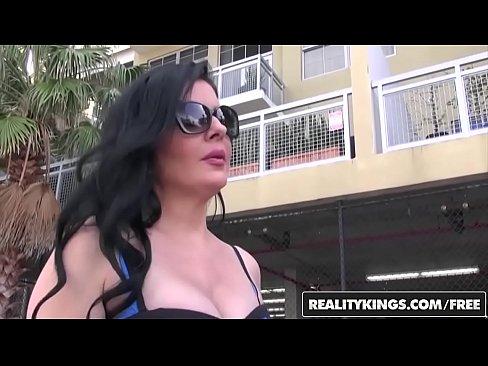 RealityKings – Nice milf Hunter – (Natalie Lovenz, Sean Lawless) – Good Lovenz