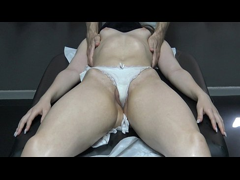 Sexy Milf Wife with Fat Pussy Lips has Massage Orgasm with Screams Because her Masseur Fingering her pussy !