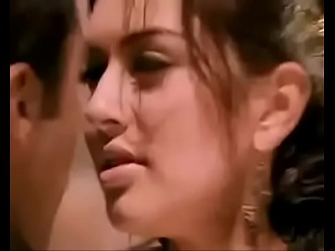 Haniska boobs touch by Jayam Ravi in Engeyum Kaadh - Download mp4 XXX porn videos