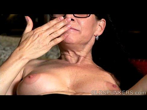 Дрочу на киску жены видео — pic 4