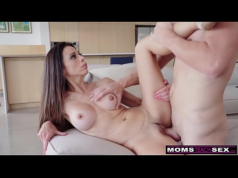 """Let Her See You Naked, She'll Remember That Dick"" 3 Steps To Fuck Step Mom"