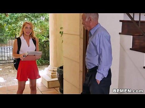 Блондинки ебутся с стариками — img 9