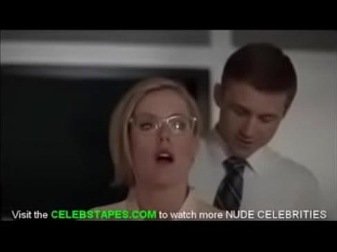Kathleen Robertson porno www grande nero bottino sesso