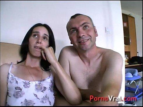 Ado amateur flamboyante qui trompe son copain sur un porno.