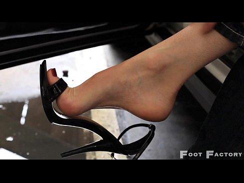Redhead milf sexy feet in flip flops