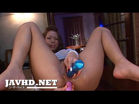 XVIDEO 希咲エマ 黒ギャルがアナルとマ〇コにバイブをぶち込み連続ぶっかけフェラ(希咲エマ)