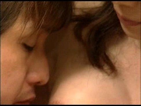 XVIDEO 巨乳熟女が息子をフェラチオ