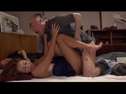 stiefvader neukt dochter grote tieten terwijl iedereen slaapt
