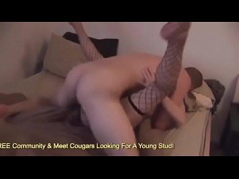 ebut-v-zhopu-suchku-v-chulkah-studenti-skritni-seks-onlayn