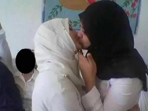 woman lesbian xxx Muslim