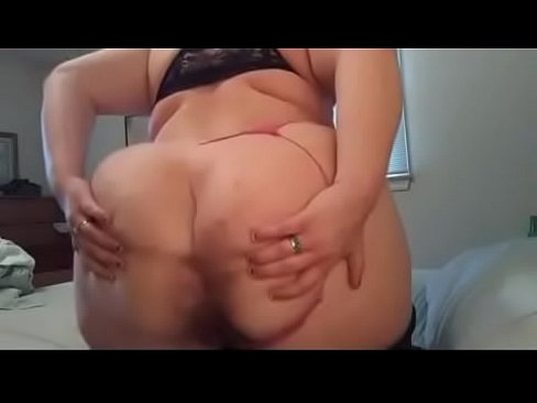 Chubby pissing thumbs