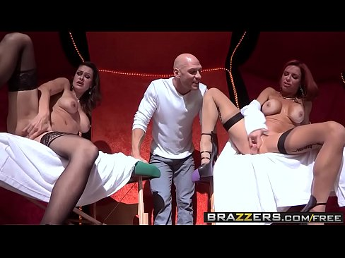 Brazzers – Shes Gonna Squirt – Nora Noir Veronica Avluv and Johnny Sins –  Circus Squirtus