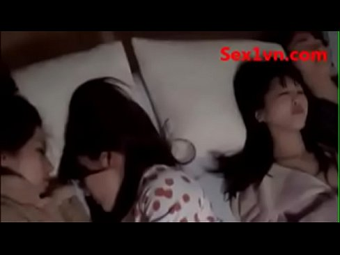 Fuck my grilfriend's friend when she was sleeping趁女友睡觉时在她身边上了她闺蜜