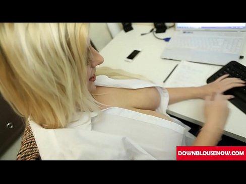 masive boobs blonde downblouse