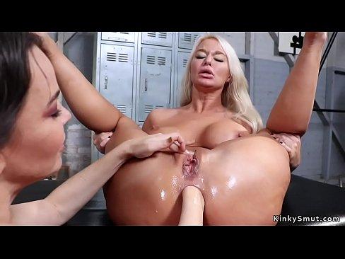 Busty lesbický milf sex