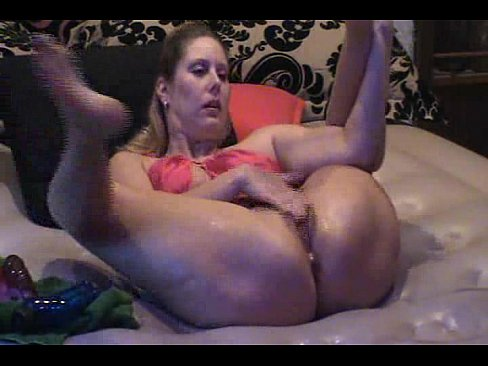 Nude contortionist squirt