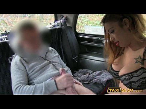 Видео проститутка в такси, трахнул девушку в красном раком