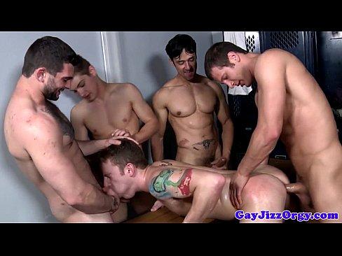 vídeos de orgías con hombres maduritos y jóvenes